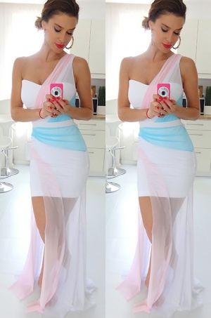 Krásne spoločenské šaty s asymentrickým strihom v zaujímavej farebnej kombinácii. Zvoľte si tieto šatky na akúkoľvek spoločenskú udalosť.