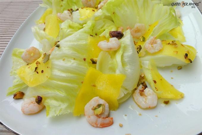 Fresh summer #salad: iceberg lettuce,shrimp tails, pistachios, avocado and extra virgin olive #oil. Click for recipe.