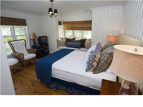 bedroomidea if using denim bedding