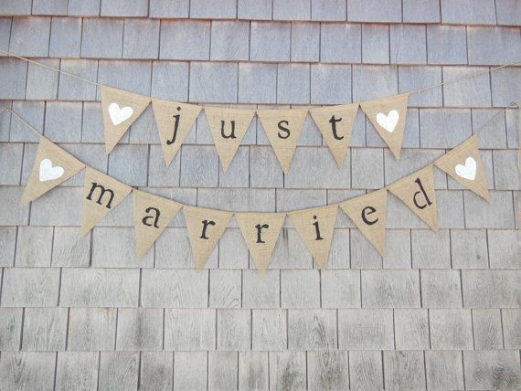 This listing is for a just married burlap banner. Banner details: - burlap pennants each measuring 6.5 inches wide by 8.5 inches long. -just