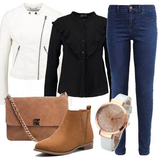Per+essere+trendy+anche+spendendo+poco,+guardate+questo+delizioso+outfit+composto+da+jeans+slim+fit,+giacca+in+finta+pelle,+camicia+black+con+rouches+e+colletto+alla+coreana,+tronchetti+e+borsa+a+tracolla+cognac.+Completiamo+il+tutto+con+delizioso+orologio.+Siamo+pronte+per+un+weekend+fuori+porta+e+cambiando+la+scarpa+anche+per+una+serata+romantica+a+due.