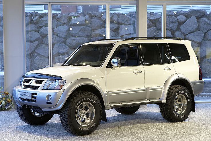 2007 later front end andor wheels on an older montero expedition portal cars 4x4 pinterest portal wheels and wheels on - Mitsubishi Montero 2002 Custom