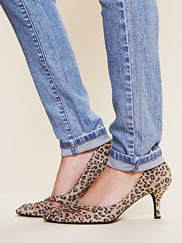 I LOVE leopard and denim, these shoes rock!! Perfect height & cool design, yup I need another pair of leopard shoes lol