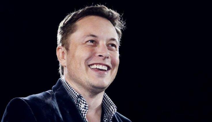 """Que Elon Musk tiene una relación de amor-odio con la inteligencia artificial no es ninguna sorpresa. Si hace dos años decía que """"el riesgo de que ocurra algo realmente peligroso con la IA está en el plazo de cinco años, como mucho 10″; ahora el fundador de Tesla y SpaceX cree que los seres humanos tendrán que convertirse en cyborgs para poder sobrevivir."""