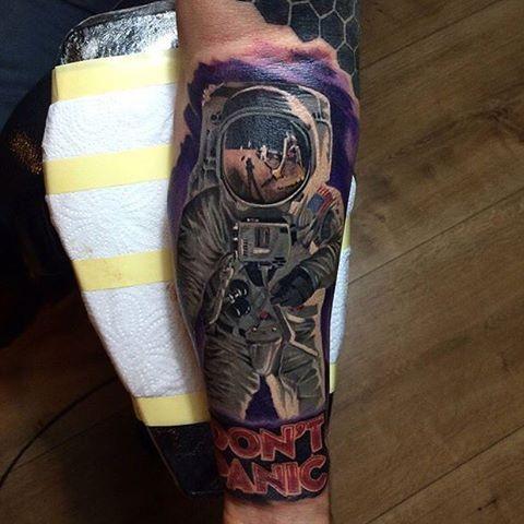 #tattoo #tattoom #tattooed #ink #inked #color #colortattoo #dövme #renklidövme #antalya #antalyatattoo #antalyatattoom #astronot #astronaut #dontpanic #realistictattoo