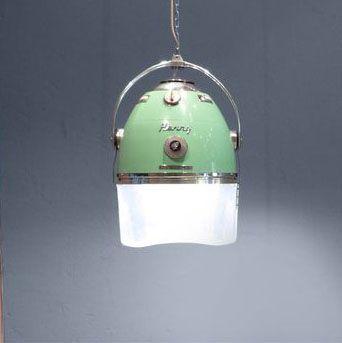 Segunda vida para los secadores retro de peluquería como lámparas