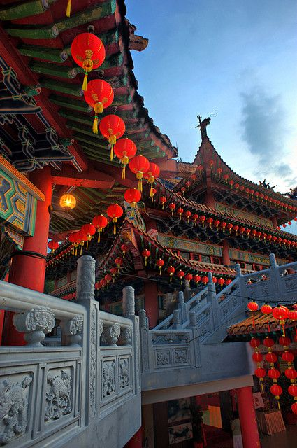 An evening in Thean Hou Temple, Kuala Lumpur, Malaysia - Visit http://asiaexpatguides.com and make the most of your experience in Malaysia! Like our FB page https://www.facebook.com/pages/Asia-Expat-Guides/162063957304747 and Follow our Twitter https://twitter.com/AsiaExpatGuides for more #ExpatTips and inspiration!Asia Temples, Asia Destinations, Beautiful Places, Travel Kuala Lumpur, Kuala Lumpur Malaysia, Malaysia Travel, Beautiful Temples, Thean Hou Temples, Kuala Lumpur