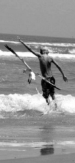 //Copycat~ perfectly timed shot wow #black & white #photography