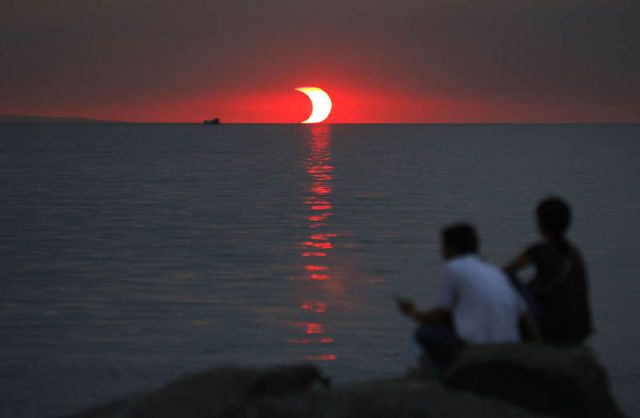 : Partial Solar, Moon, Amazing Photo, Sunsets Eclip, Earth, Philippines, Photography, Solar Eclipse, Eclip Sunsets