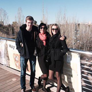 """Erinnerungen. Wie schnell die Zeit vergeht. Mal wieder. Dies war heute vor 2 Jahren mit meiner Familie in Spanien.  Meine Mutter liebt es, um die Weihnachtszeit das Land zu verlassen. Ich bin gerne hier und genieße die """"deutschen Traditionen"""" - Geht es euch auch so? . . . . . #familie #erinnerungen #reisen #travel #spanien #traditionen #throwback #tbt #familienzeit #deutschland #traditionen #weihnachten #schnee #zeit #momlife"""
