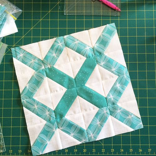 The Lattice BlockThis quilt tutorial / pattern is available for free...