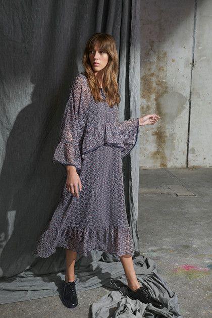 34defc2a Chik og utrolig behagelig kjole fra Karen By Simonsen. Den lange kjole har  dette trendy