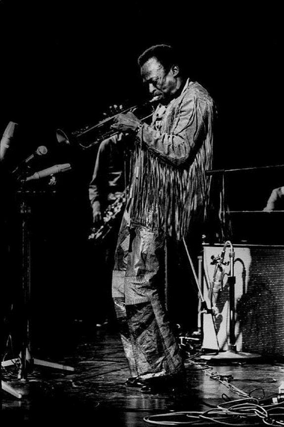 a discussion of the life and jazz trumpet career of miles davis Miles dewey davis iii was born in alton, illinois, on may 25, 1926 miles davis's career began studying trumpet at the age of thirteen hentoff, nat, the jazz life, panther books, 1964 marsh, david, editor.