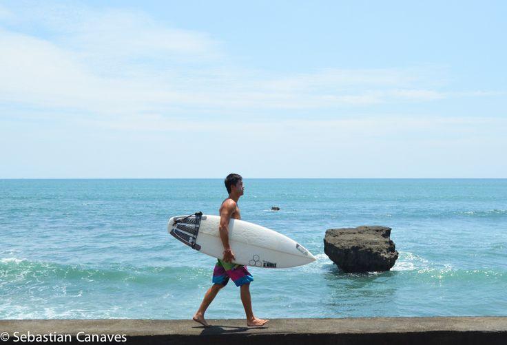 Canggu ist das Surf-Mekka auf Bali und einer unserer Lieblingsorte in Asien. Wir haben hier einige Wochen verbracht und die besten Spots für dich rausgesucht: vom geilsten Burger, über hipster Cafés bis hin zu den coolsten Beach Bars!