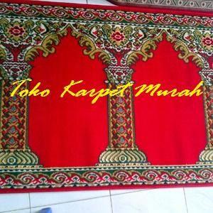Kami menjual berbagai kebutuhan perlengkapan masjid dengan harga yang murah dan berkualitas. Toko online kami menyediakan berbagai jenis dan harga karpet sajadah masjid.  Yang tebal, nyaman, lembut, dengan motif, warna serta corak yang menarik.  Merk karpet sajadah tersbut antara lain, medena, kingdom, iranshar, yasmin, handmade, polos, meteran dan lain-lain.    Medeena / Shafira Bahan : Polypropylene Ukuran per Roll : 105 cm x 570 cm Tebal : 5 mm Motif : Masjid dan Pilar Warna : Merah dan…