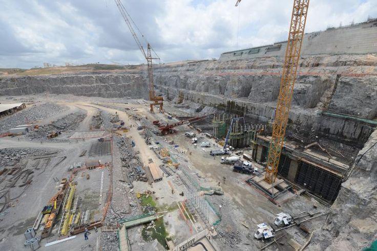 OEA pede informações sobre supostas violações de direitos humanos em Belo Monte | A Comissão Interamericana de Direitos Humanos (CIDH), ligada à Organização dos Estados Americanos (OEA), deu início ao trâmite de petição apresentada por organizações não governamentais brasileiras sobre a usina hidrelétrica de Belo Monte. Na petição, apresentada em 2011, as organizações argumentam que estão ocorrendo violações contra a população que vive na região onde a usina está sendo construída.
