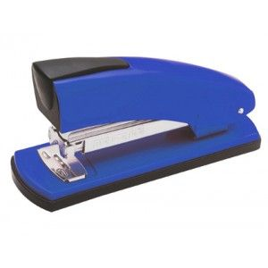 Grapadora de oficina PETRUS 2001 en color azul, totalmente metálica y con un grapado perfecto para un uso intenso en todo tipo de oficinas