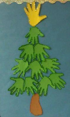 Un árbol de Navidad hecho con las manos y pies de los más pequeños. ¡Una actividad navideña, didáctica y divertida! #christmas #navidad