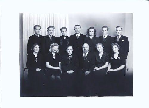 My great grandparents Lisa Andrea Gyland Søyland and Ådne Søyland and their children. Behind from left: Lars, Odd, Torbjørg, Årstein, Bergit, Endre and Erling. In front from left: Karen, Åsa, Lisa Andrea, Ådne, Gudrun and Anna.
