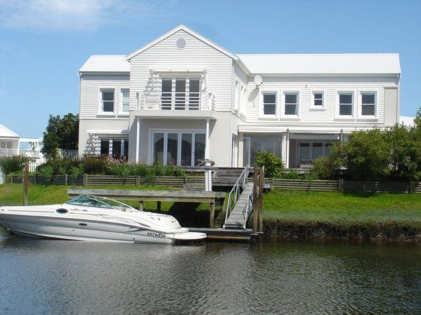 5 bedroom house in Thesen Island,
