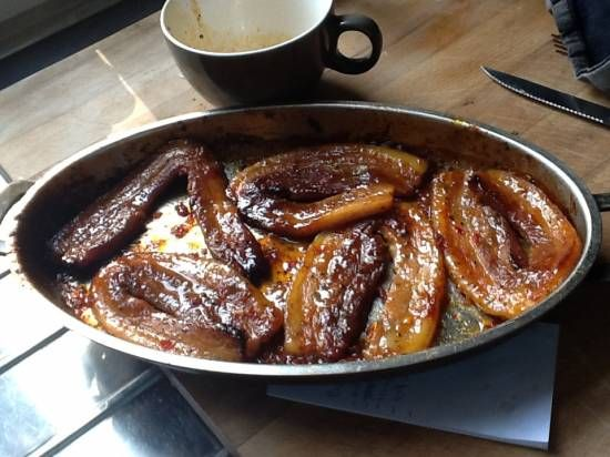 Deze speklapjes worden in de oven lekker knapperig. De kruiden en sauzen zorgen voor een lekkere pittig/zoete smaak