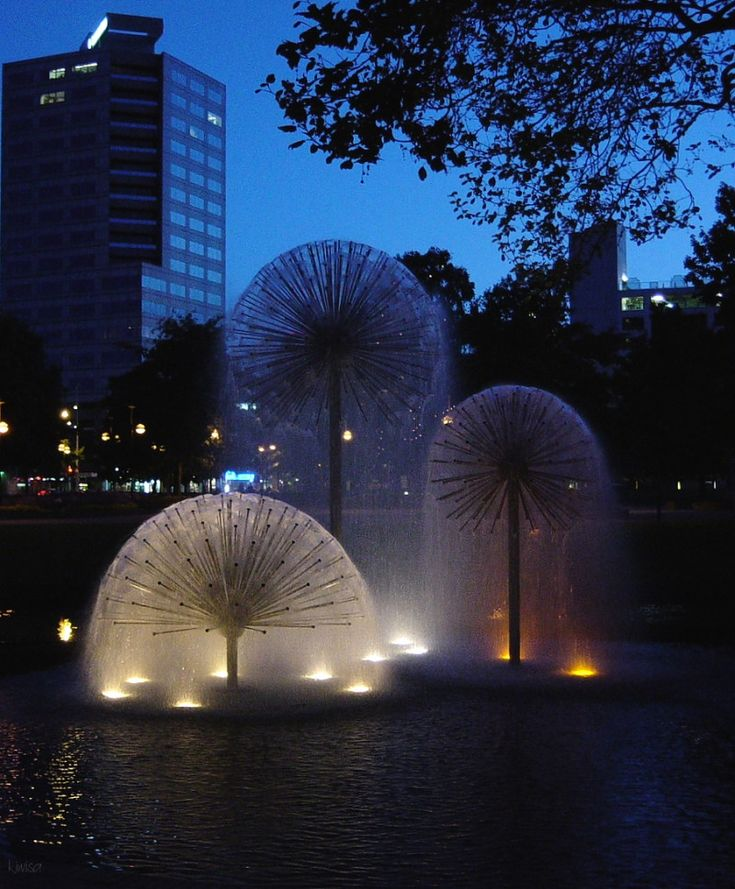 Dandelion Fountain: Christchurch, New Zealand