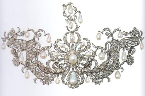 """""""Dévant  de corsage"""" con diamanti e perle di stile naturalistico.  Manifattura tedesca - 1710/20 - Monaco – Schatzkammer del Residenz Museum"""