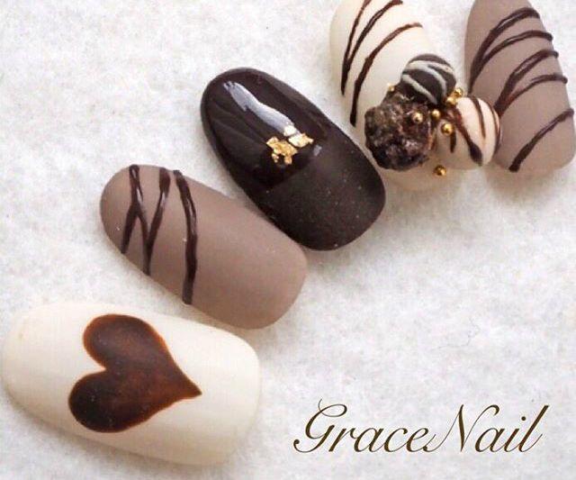 バレンタインが近づきました!さりげなく恋のアピールをしたいなら、デートにチョコレートネイルはいかがですか。チョコ→バレンタインの連想で好きな人もチョコを意識し始めてくれるかも♡