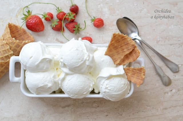 Hófehér fagylalt a bodzavirág illatával - 250 g mascarpone, 1,5 dl tejszín, 2 dl házi bodzaszörp,  50 g tojásfehérje (2 db kicsi), 20 + 80 g cukor, 25 g víz ...