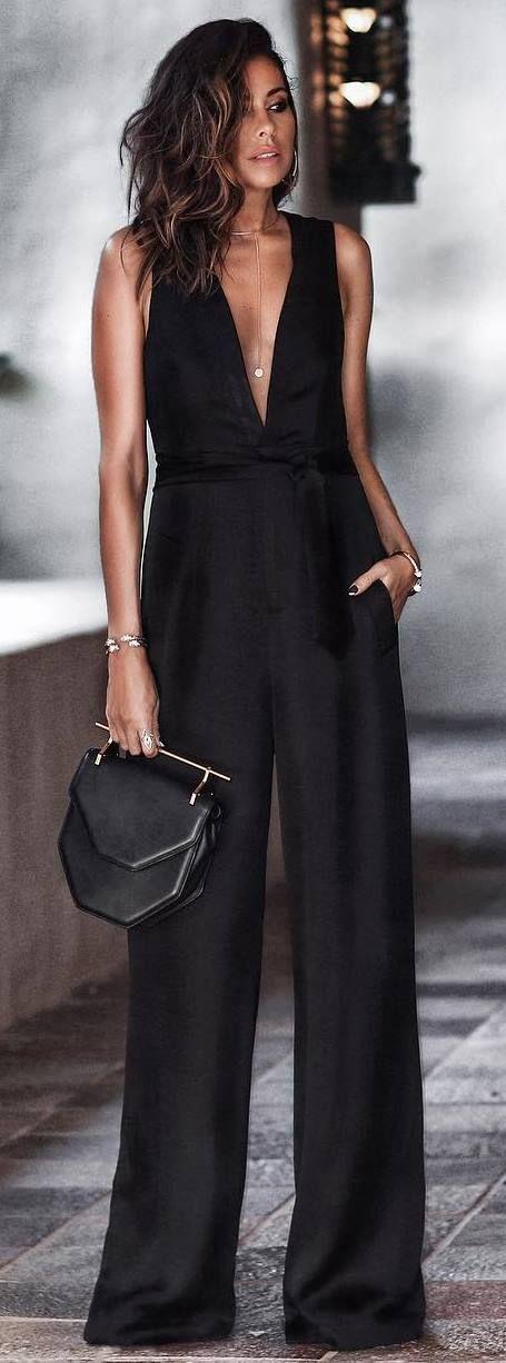 All black | elegant | chic | minimalist | fashion trends | outfit inspiration | style | stylish