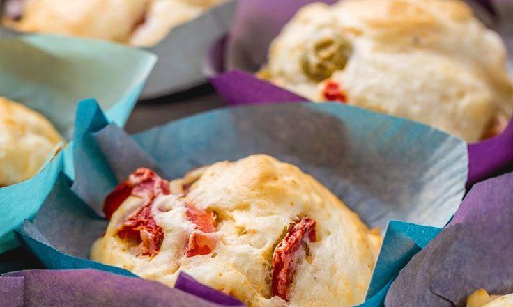 Med en grunnoppskrift på matmuffins og tre fabelaktige fyll, kan du fylle fryseren med 27 matpakker for neste måned. Genialt!