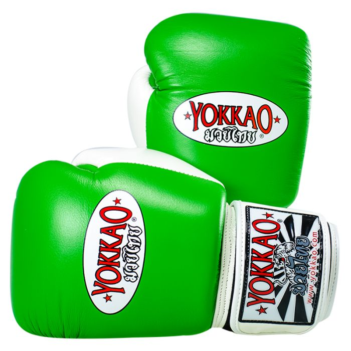 <ul>  <li>guanti Yokkao Muay Thai Boxe</li>  <li>in pelle di alta qualità premia</li>  <li>Completamente a mano in Thailandia</li>  <li>Davvero comodo utilizzo</li>  <li>Elevate prestazioni durante l'allenamento</li>  <li>Formato disponibile da 6 once a 18 once</li>  <li>Disponibile anche guanti per bambini per i bambini sotto i 10 anni</li>  <li>4 dimensioni oz è per i bambini sopra i 10 anni</li>  <li>chiusura in velcro è lo standard, pizzo Chiusura su richiesta</li> </u...
