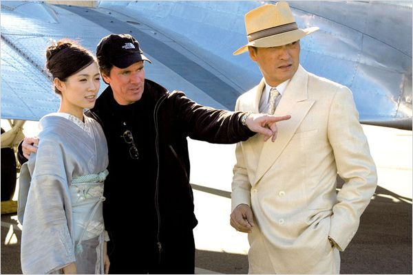 "zhang ziyi on set |  Ken Watanabe, Rob Marshall, Zhang Ziyi on the set of ""Memoirs of a Geisha"""