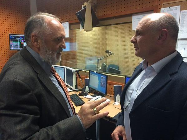 Bartus László: Az ATV hűségfogadalma Orbánnak a HVG-ben  A befolyás mentes ATV. Németh Sándor tulajdonos és egy megszeppent kisfiú, akit éppen eligazítanak.