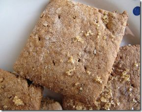 Graham Crackers, Vetvrije Volkoren Koekjes /  - 100g bloem - 100g volkoren bloem - 2 el basterdsuiker - 2,5 tl koekkruiden - 1/2 tl baking soda - 3 el appelmoes - 5g lijnzaad + 1 el heet water - 3,5 el melk - 5 el suikerstroop/ honing