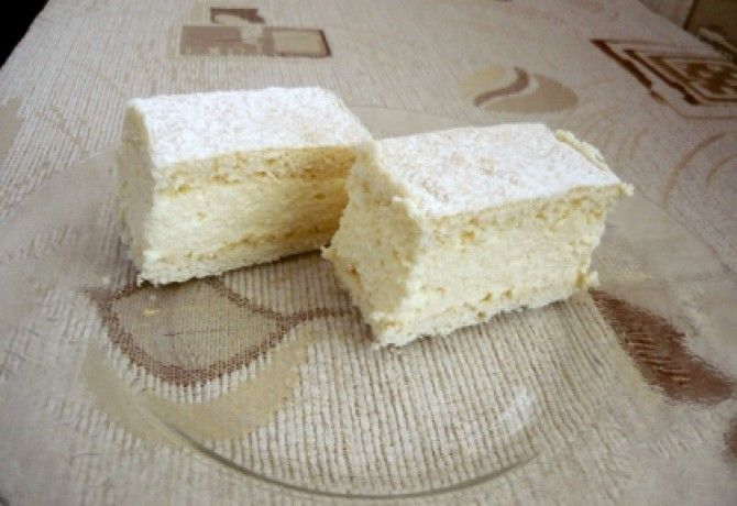 Túrókrémes sütemény recept képpel. Hozzávalók és az elkészítés részletes leírása. A túrókrémes sütemény elkészítési ideje: 60 perc