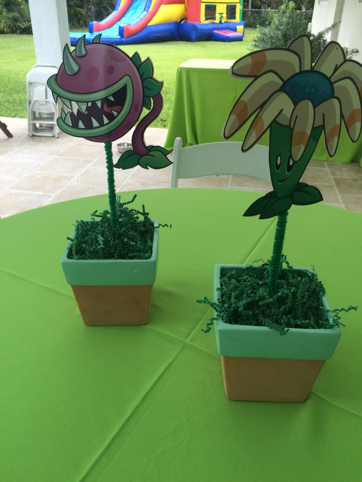 Plants vs zombies centerpieces plants vs zombies party for Table zombies