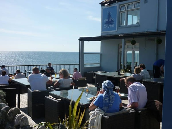 Inn on the Shore - Downderry. A nice easy stroll along the beach from Seaton. Dogs are allowed in the bar and outside, but not in the restaurant. You can eat in the bar, but best to reserve a table if the weather is iffy, as there are only 3 tables.