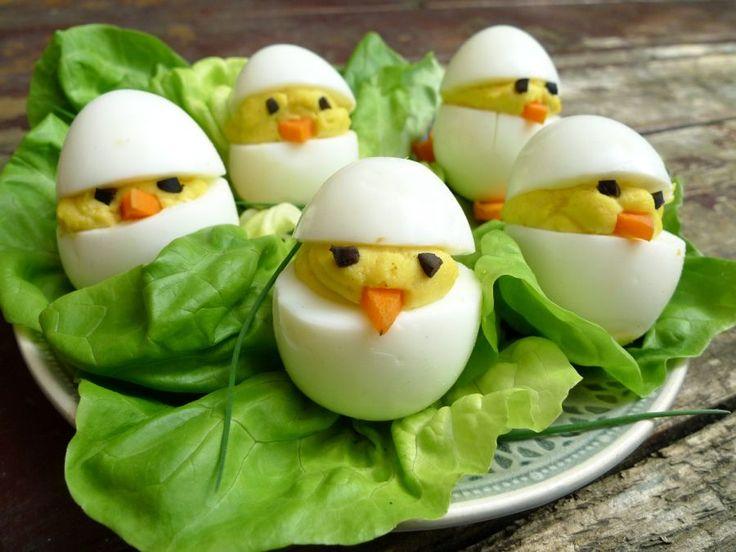 Zijn ze niet schattig, deze gevulde eitjes? Tijdens de paasdagen of een borrel ga jij indruk maken met deze kuikentjes! | http://degezondekok.nl