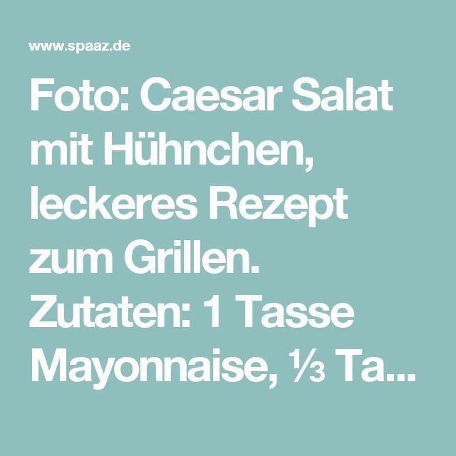 Foto: Caesar Salat mit Hühnchen, leckeres Rezept zum Grillen. Zutaten: 1 Tasse Mayonnaise, ⅓ Tasse saure Sahne, 1 große Knoblauchzehe, gepresst, 2 EL Zitronensaft, 2 Anchovis, fein gehackt, 1 TL Worcestershire-Sauce, 1 Pfund Penne Nudeln, gekocht, al dente und mit kaltem Wasser abgespült, 6 große Blätter Römersalat, in dünne Scheiben geschnitten, 1½ Tassen Cherrytomaten, 4 Frühlingszwiebeln, ½ Tasse feiner Parmesan, ½ TL gemahlener schwarzer Pfeffer, 2x gegrillte Hähnchenbrust, gewürfelt, 1½…
