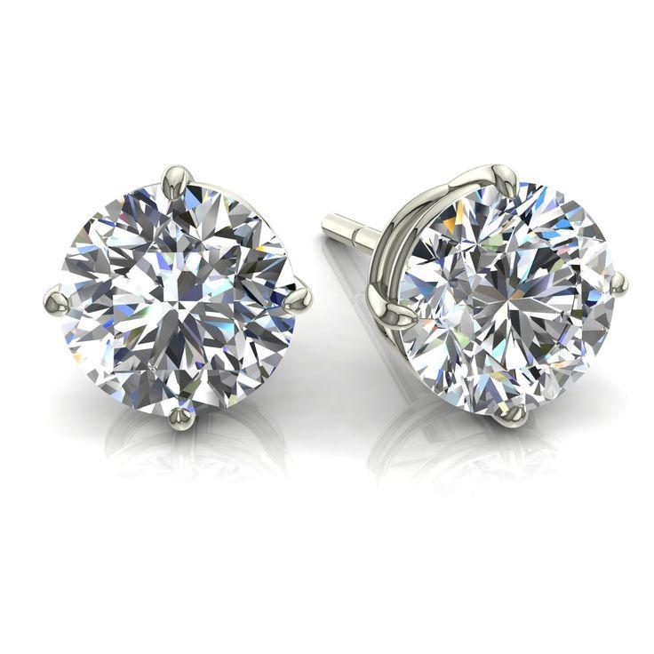 """Irina 4 griffres  Diamants & Carats vous présente Irina, charmante paire de boucles d'oreilles diamants ronds0.35 carats en or blanc.  Les puces diamants sont considérées comme """"les classiques"""" dans la joaillerie. Ces boucles d'oreilles de fabrication française sont composées de deux diamants de 0,175carats chacun. Ces puces sont serties de quatre griffes (appelées """"chaton""""), ce qui permet de donner un maximum d'éclat à la pierre. Pour vous assurer une sécurité optimale, nous avons adapté…"""