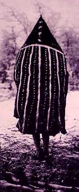 Selknam, Tanu del Cielo occidental en el Hain de 1923 (Chapman 1986: 193)