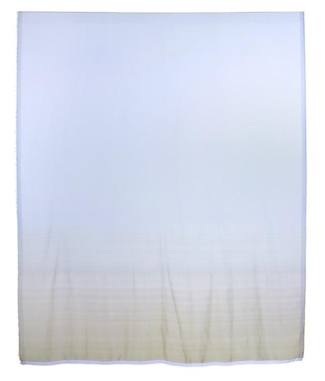 Amaike Textile Industry Co., ltd. (fabricant), laize Amaike Super-Organza. Dynamic Silk Gradation (référence AG714s13N, coloris 1), Nanao (Japon, préfecture d'Ishikawa),  2015. MT 2016.2.12. Don Amaike Textile Industry Co., ltd. , 2016. © Musée des Tissus, Sylvain Pretto.