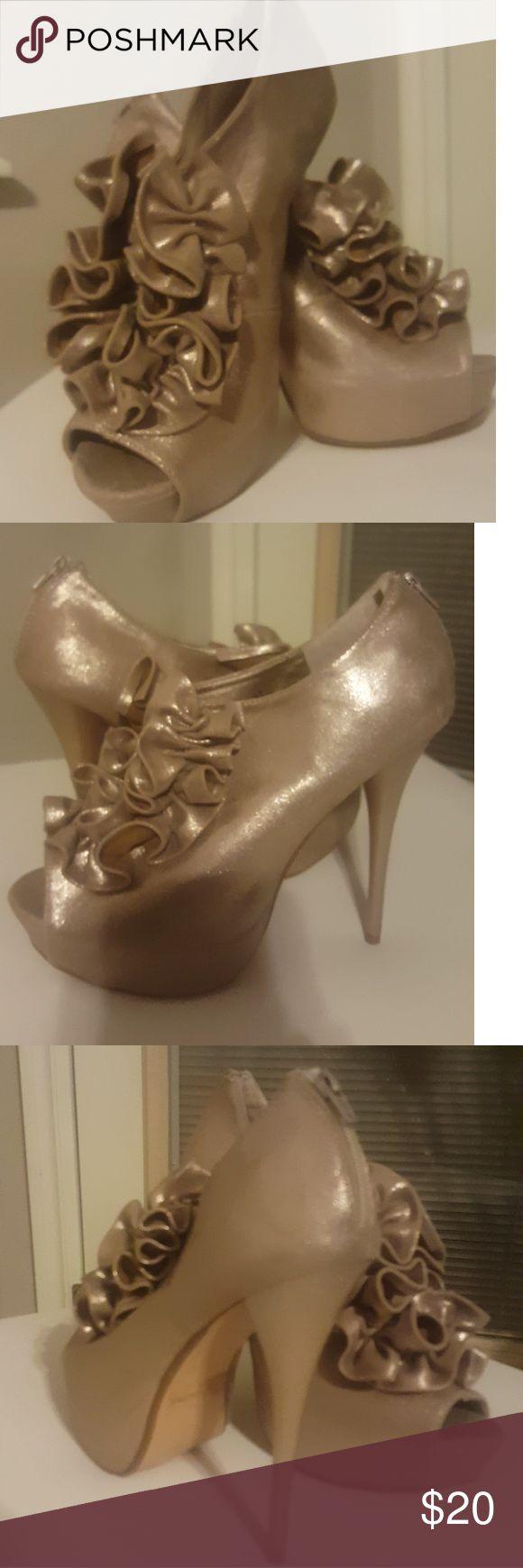 CHARLOTTE RUSSE Gold Ruffled Heels Charlotte Russe Pretty in Ruffles Charlotte Russe Shoes Heels