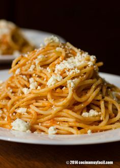 Si no tienes un frasco de hierbas a la italiana, puedes usar una mezcla de albahaca, tomillo, orégano, romero y mejorana, mezcladas, o usa alguna hierba de tu preferencia, verás que realzará el sabor de tu espagueti rojo.