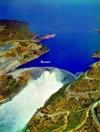 Kariba Dam, Lake Kariba, Zimbabwe    http://zimbabwebookers.com/reservations/kariba-accommodation-zimbabwe/