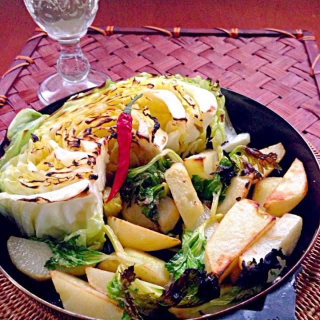 どっちも食べたくってHalf&Halfに キャベツは甘〜いセロリの葉っぱとキャベツのアンチョビがいいアクセントのポテトは大好評でした 素敵美味しいレシピありがとうございます❗ - 103件のもぐもぐ - pesce0414's French fries garlic herb&Ahijo of anchovy cabbageshikanoさんのハーブフレンチフライ&アンチョビキャベツのアヒージョ by Ami