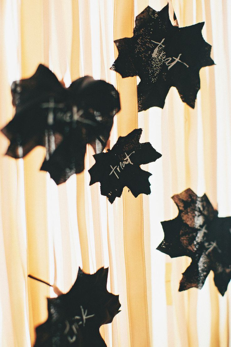 Feestdagen | Stijlvolle #Halloween #feest #styling in zwart, wit en goud - www.stijlvolstyling.com #woonblog #interieurblog #seizoenen