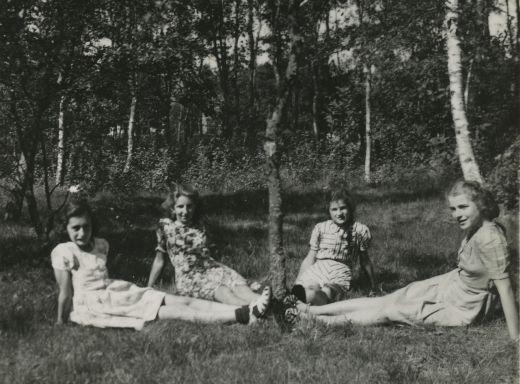 Anne Frank with three friends. Beekbergen, summer 1941. Left to right: Anne, Tineke Gatsonides, Sanne and Barbara Ledermann.