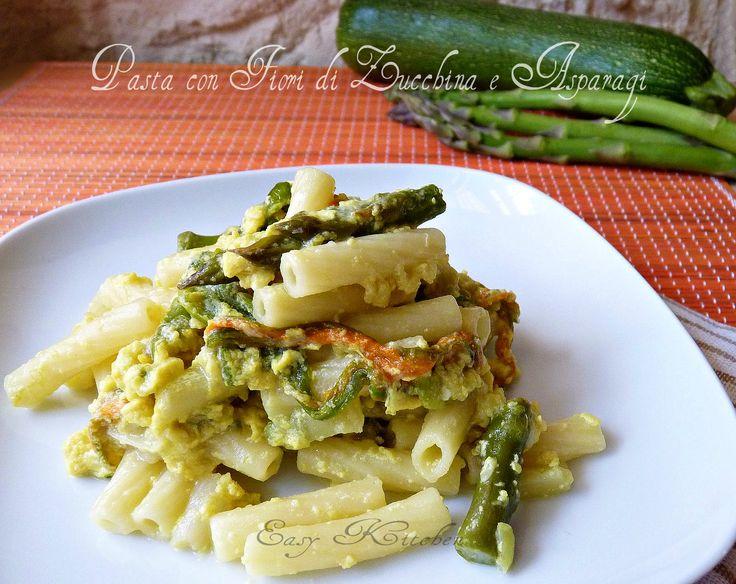 Pasta con fiori di zucchine e asparagi ricetta facile